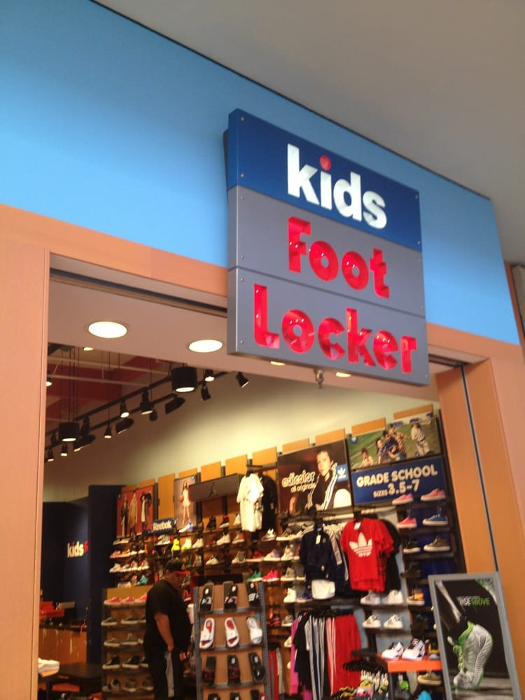 Lakewood Mall Shoe Stores