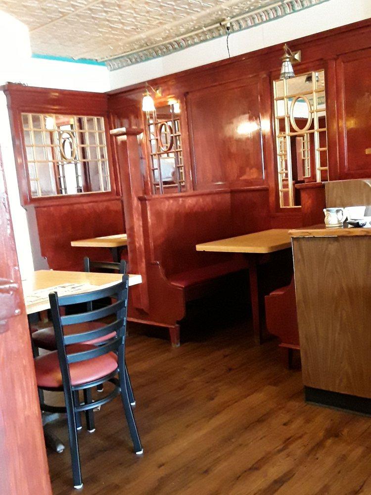 Nekoosa Cafe: 324 Market St, Nekoosa, WI