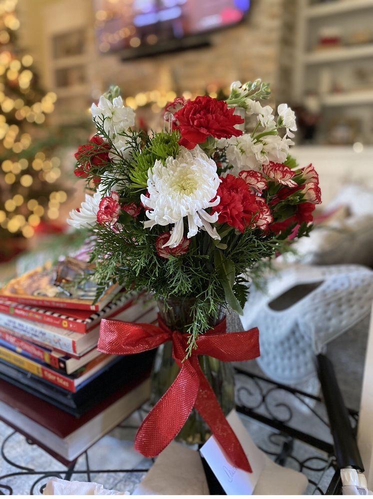 Blythewood Gloriosa Florist: 412 D McNulty St, Blythewood, SC