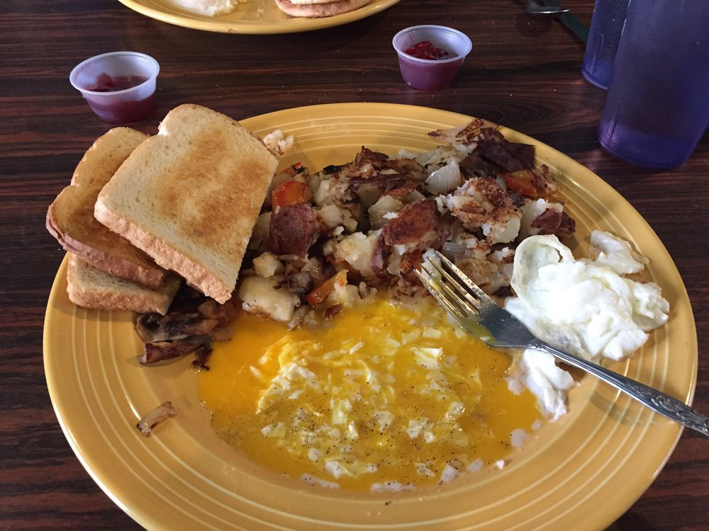 The Hen House Cafe & Lounge: 337 Main St, Riddle, OR