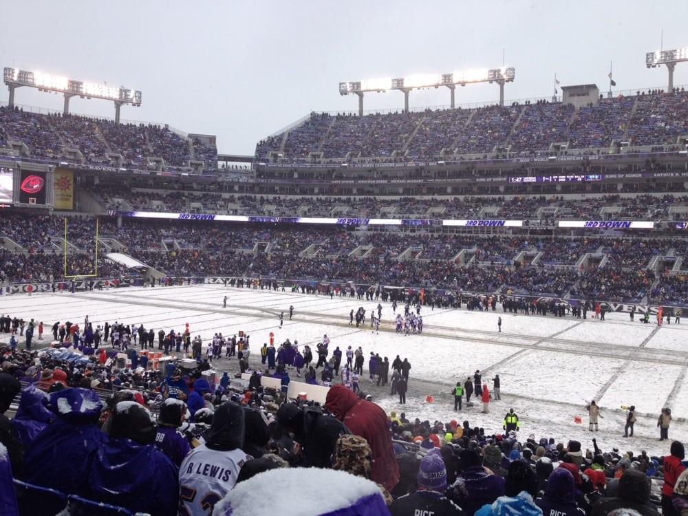 Vikings vs ravens 12 8 13 ravens win yelp for Restaurants m t bank stadium