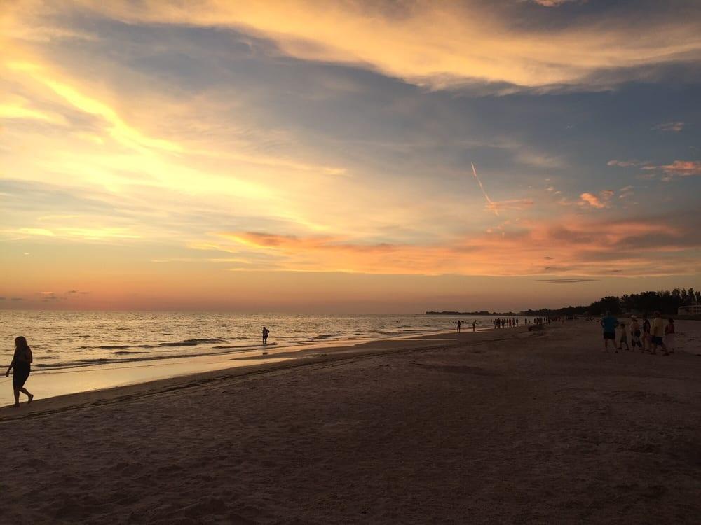 Bradenton Beach City of: 107 Gulf Dr N, Bradenton Beach, FL