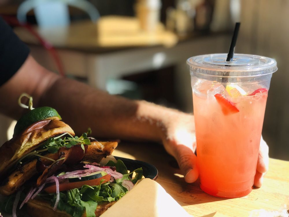 PersNIKKIty's Cafe: 1650 E Deuce Of Clubs, Show Low, AZ