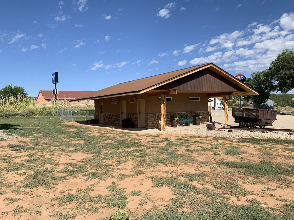 Mountain View RV Park: 632 N Main St, Monticello, UT