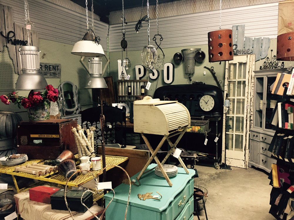 Whistle Stop Antiques & Auction Depot: 1122 E Austin St, Giddings, TX