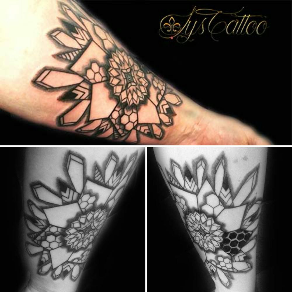 Tatouage Avant Bras Homme Mandala Rosace Symetrie Geometrique