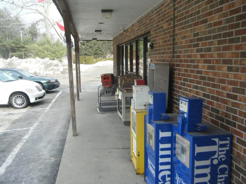 Rippy's Liquor & Marketplace: 4158 South County Trl, Charlestown, RI