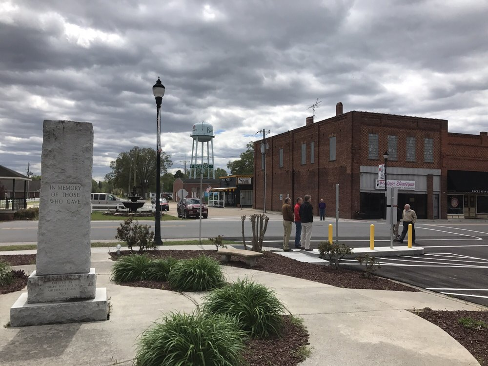 Railroad Street Steakhouse & Lounge: 102 SW Railroad St, Roseboro, NC