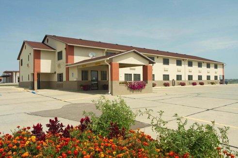 Cherokee Inn: 1400 N 2nd St Hwy 59 N, Cherokee, IA