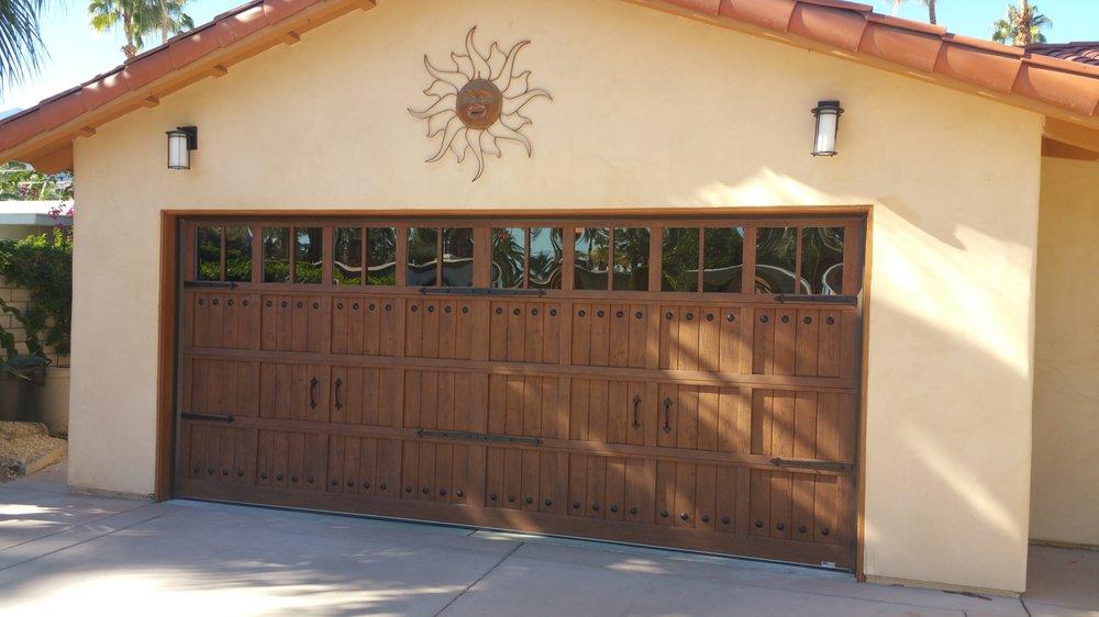Steel Woodgrain V Groove Carriage Style Garage Door With