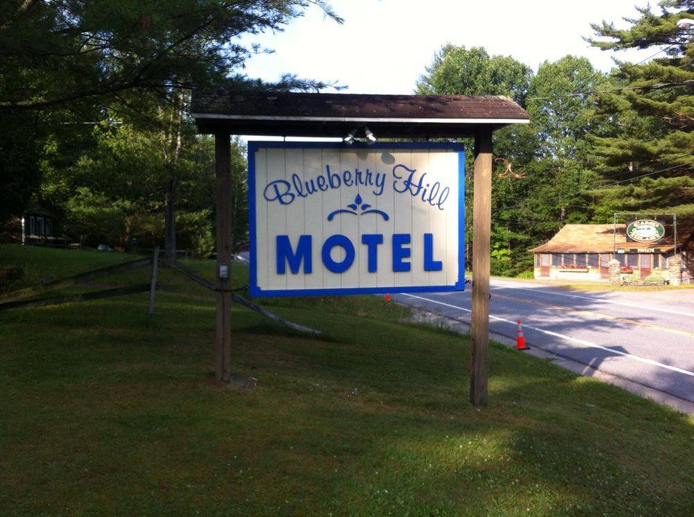 Blueberry Hill Motel: 572 Deerland Rd, Long Lake, NY