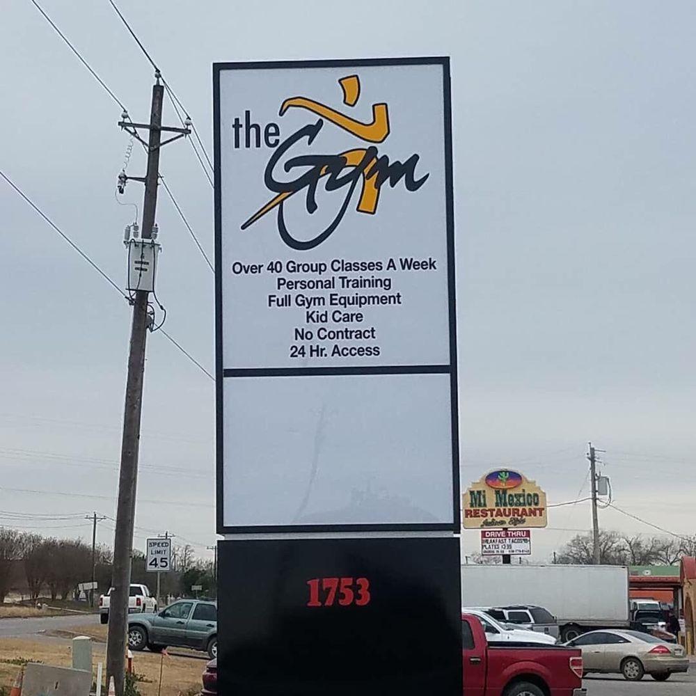 The Gym: 1753 Hwy 97 E, Jourdanton, TX