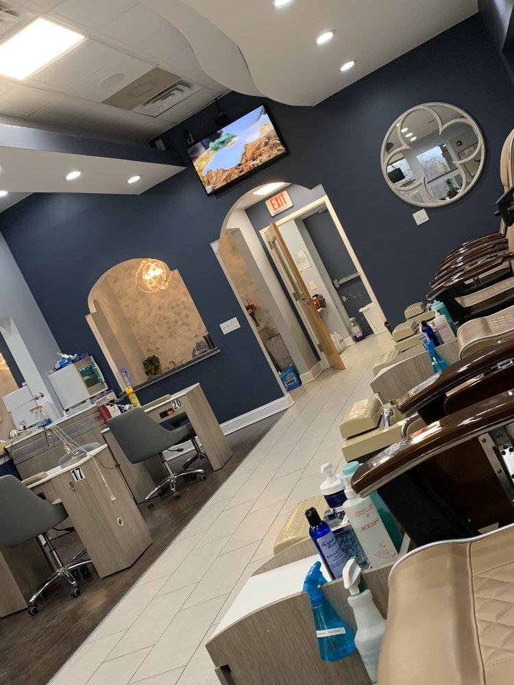 Deluxe Nails & Spa lll: 95 Woodstown Rd, Swedesboro, NJ