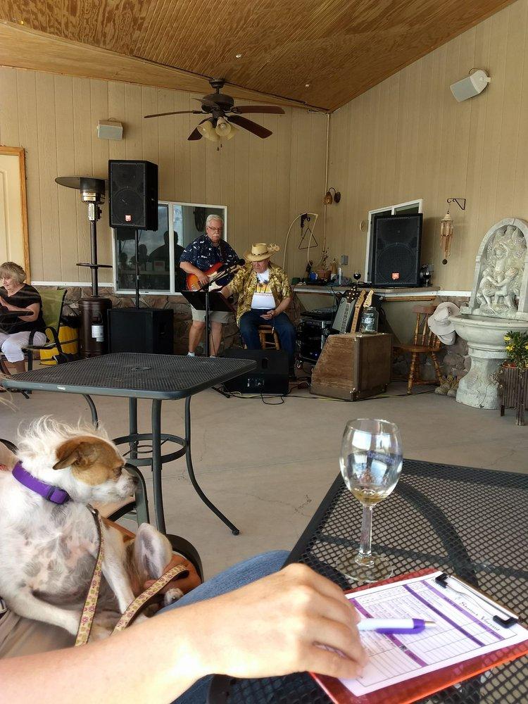 Shattuck Vineyard: 43 Bridle Rd, Caballo, NM