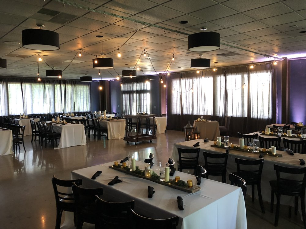 The Eastwood Restaurant: 2000 Eastwood Ave, Streator, IL