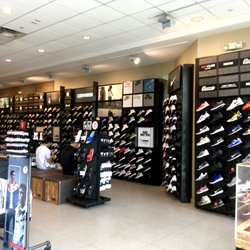 Foot Locker - 12 Photos   45 Reviews - Shoe Stores - 4545 La Jolla ... ceac14ed5