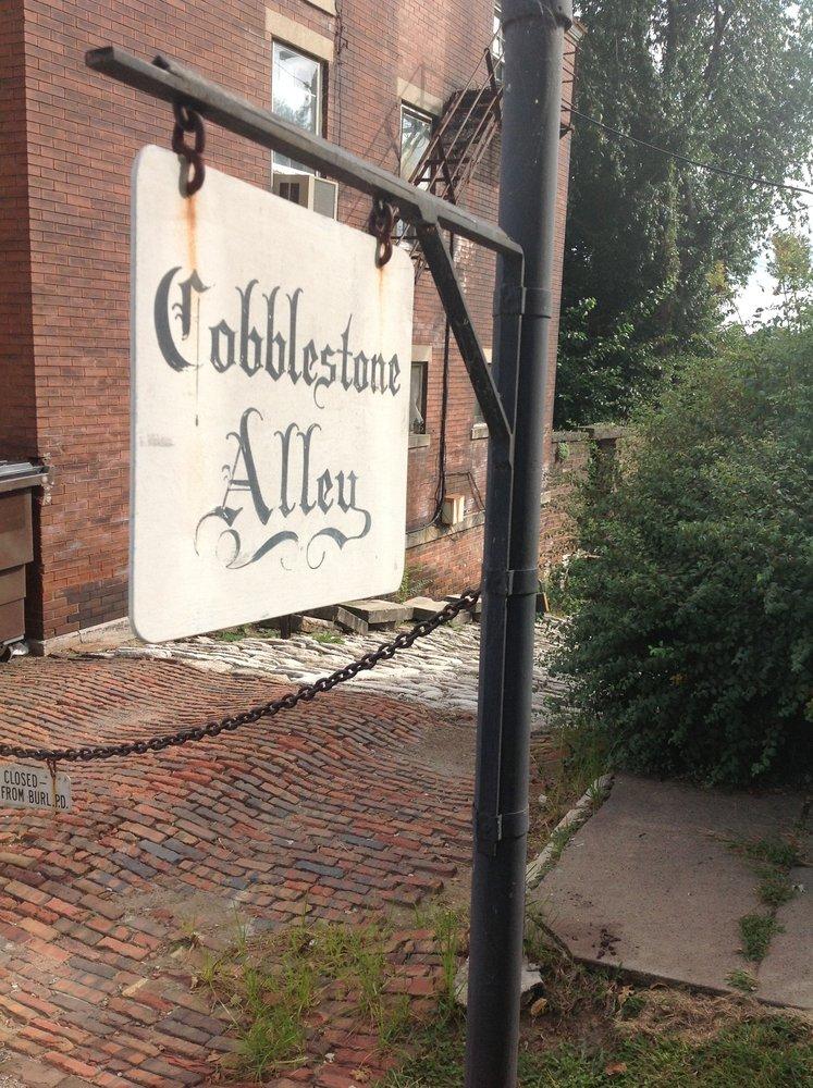 Cobblestone Alley: 1022 N 6th St, Burlington, IA