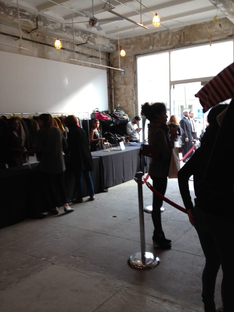 Rooms To Go  Hour Warehouse Sale