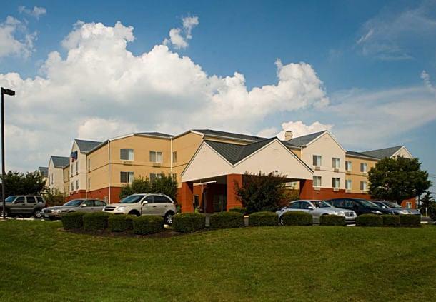 fairfield inn suites lancaster hotel lancaster pa. Black Bedroom Furniture Sets. Home Design Ideas