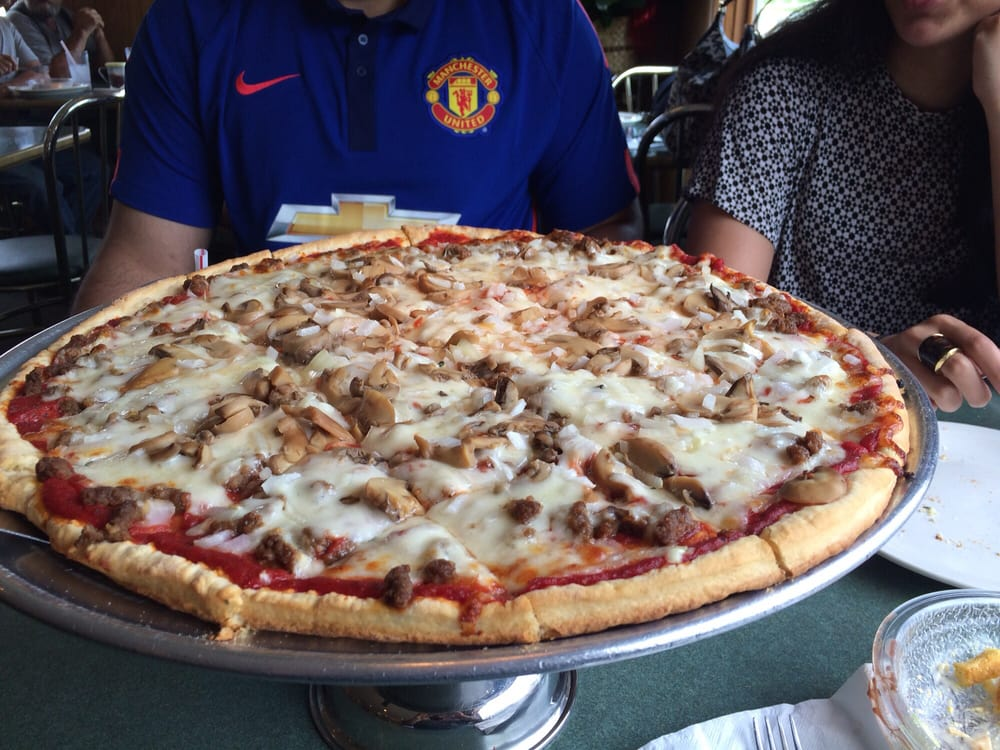 Dicarlo's Pizza: 330 N Springfield St, Virden, IL