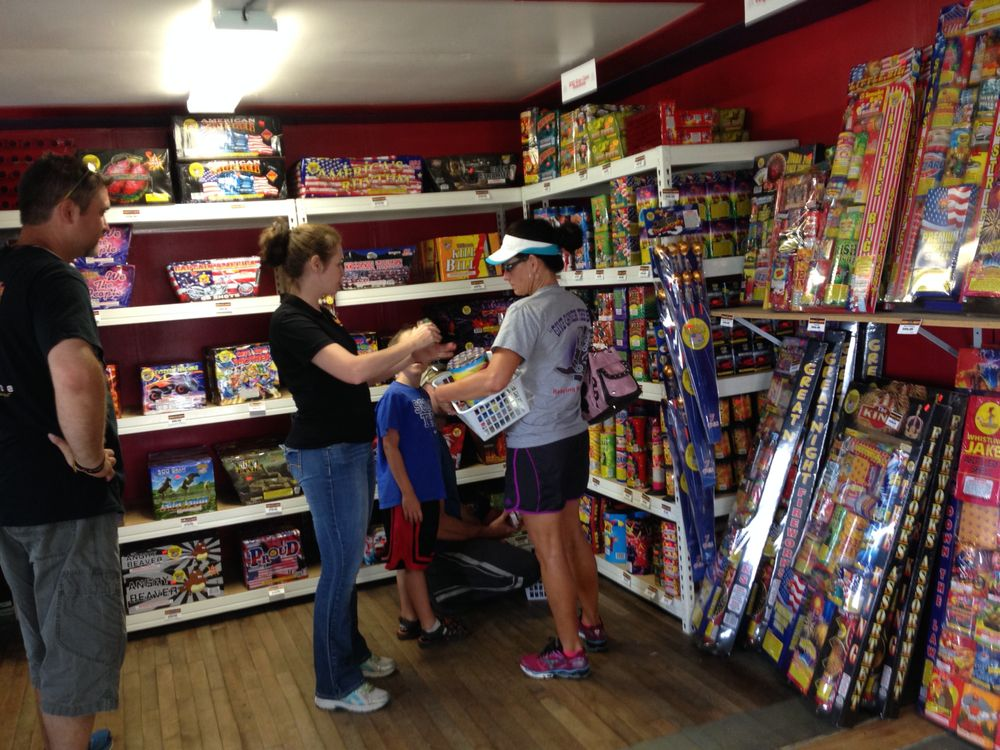 Dizzy Dean's Fireworks Rainsville: 98 Marshall Rd, Rainsville, AL