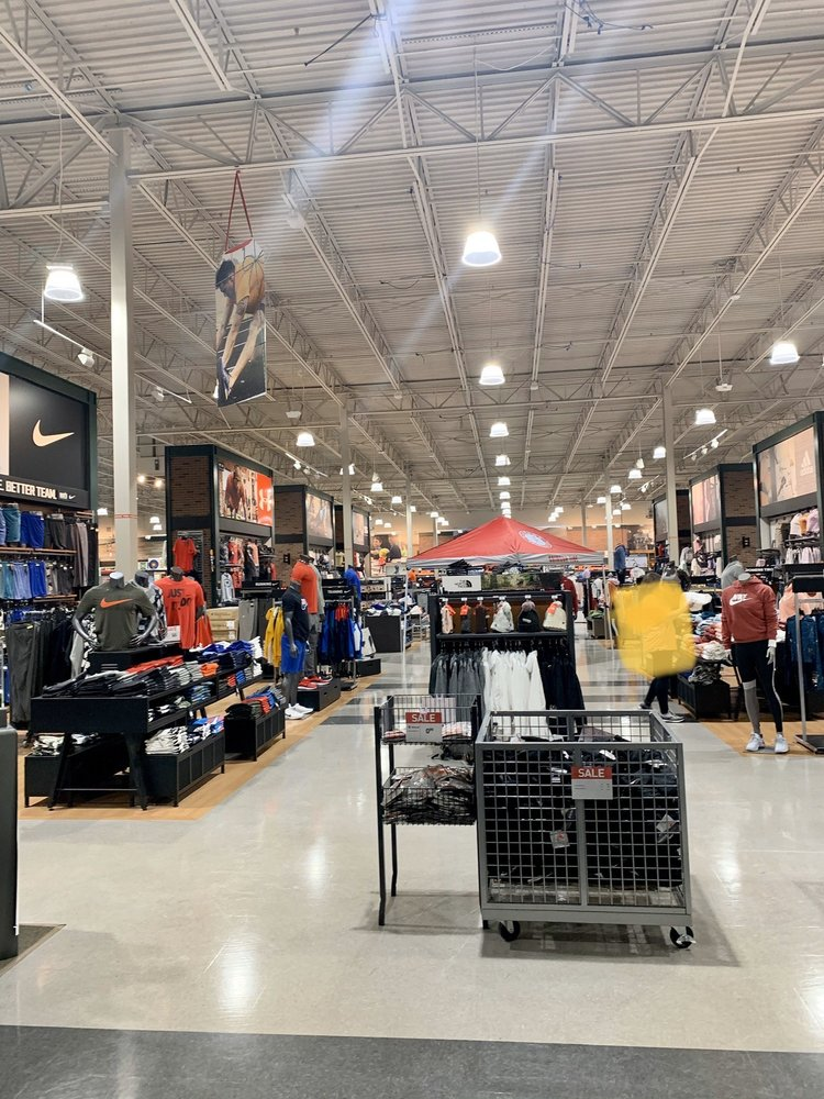 DICK'S Sporting Goods: 200 S Colonial Dr, Alabaster, AL