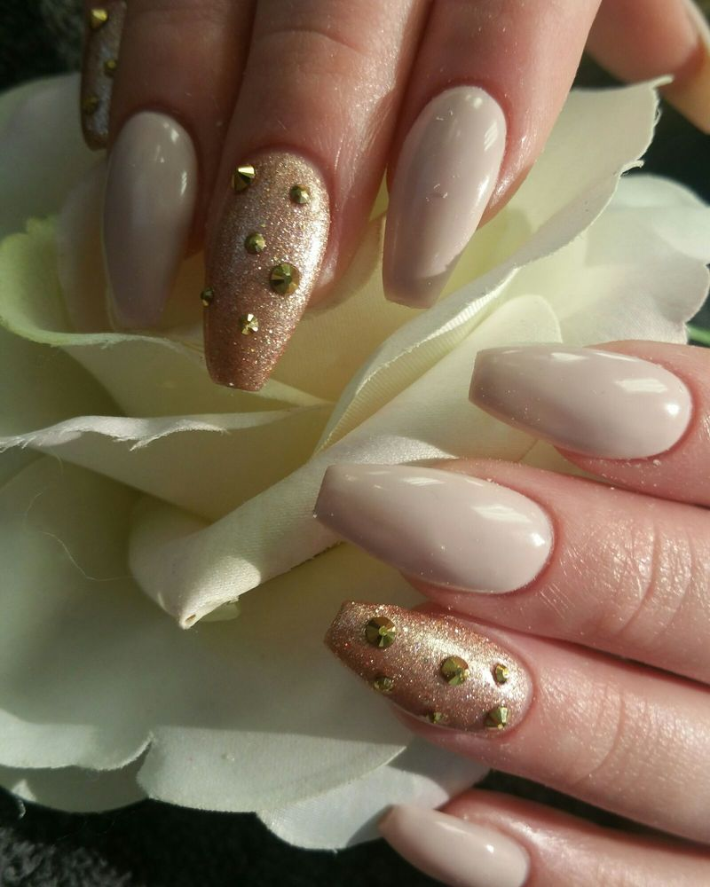 Love this romantic nude coffin nail with glitter and swarofski jazzy ...