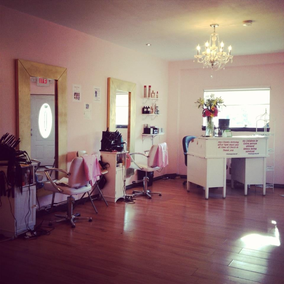 Charlie trendi hair care salon hairdressers 67 n 63rd for Salon n 6 orleans