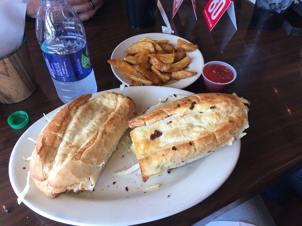 Fox's Pizza Den: 106 W Monticello St, Brookhaven, MS