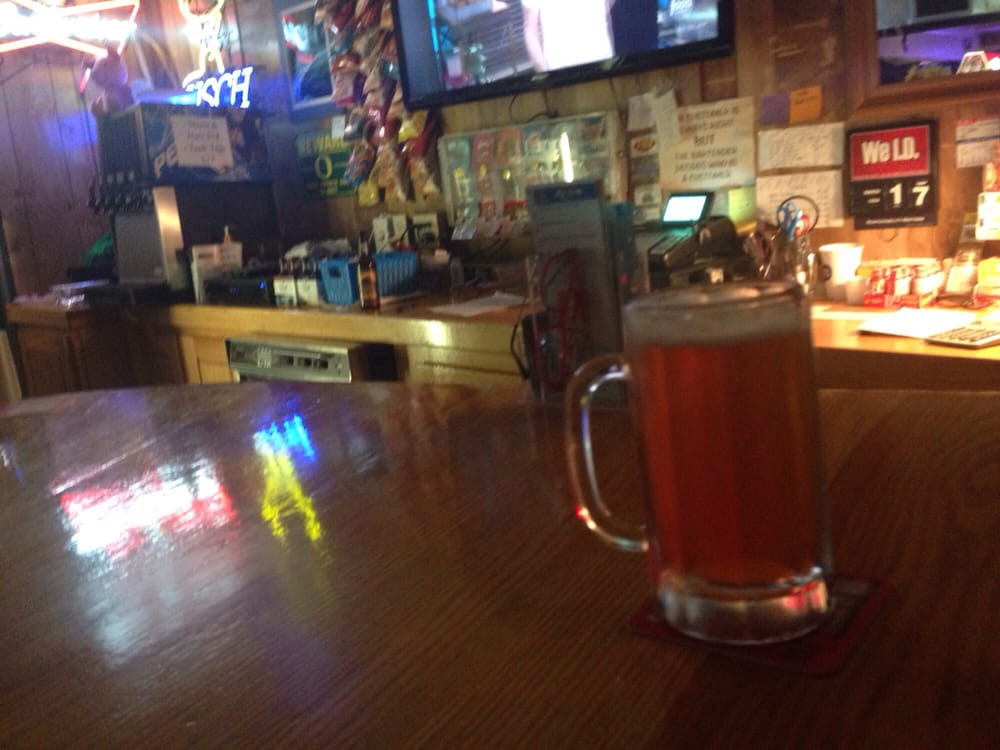 Alibi Tavern: 1220 NW 6th St, Grants Pass, OR