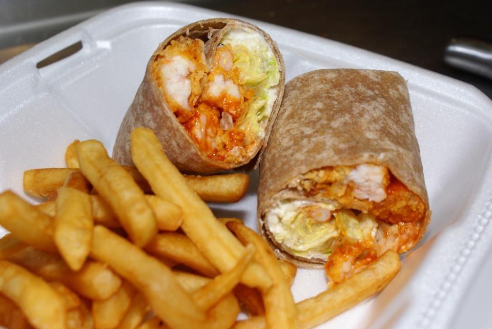 Seafood Hut: 2 S Main St, Acushnet, MA