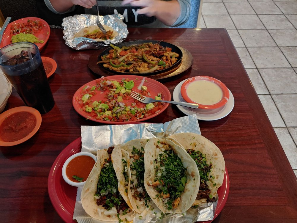 Molcajete Mexican Restaurante: 198 W 92 Hwy, Kearney, MO