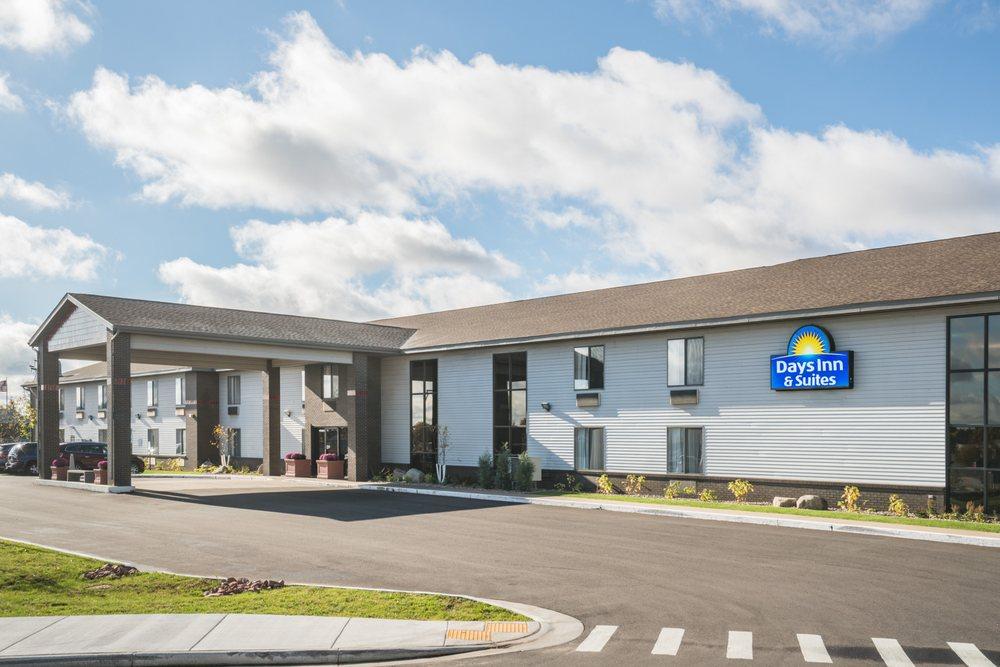 Days Inn & Suites by Wyndham Wausau: 4700 Rib Mountain Dr., Wausau, WI