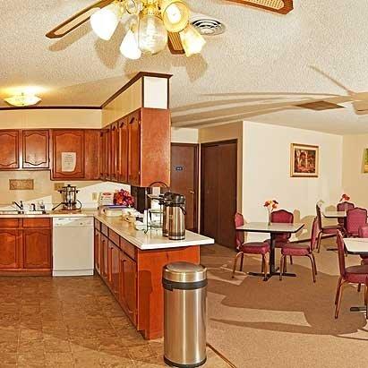 Family Budget Inn: 4014 Miller St, Bethany, MO