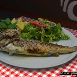 Le Vilain Petit Canard - Marseille, France. Quand le chef croise un bon poisson il le propose en suggestion... Du coup vous mangerez du poisson frais au Vilain Petit Canard !