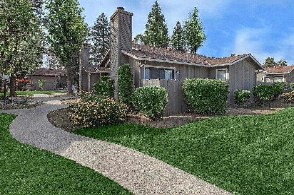 Dry Creek Meadows: 740 Villa Ave, Clovis, CA