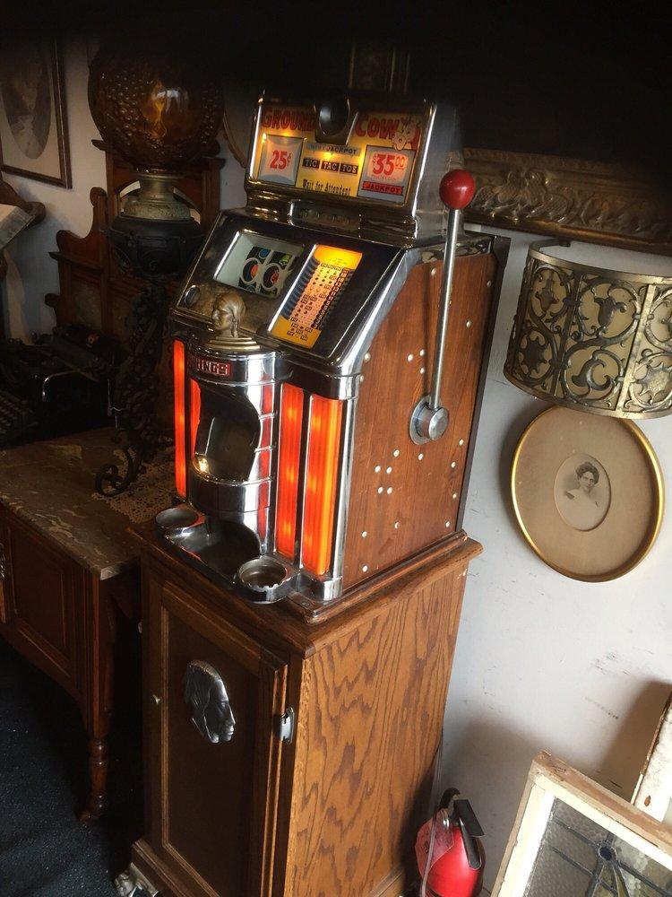 L I Antiques Center: 231 Sunrise Hwy, Merrick, NY