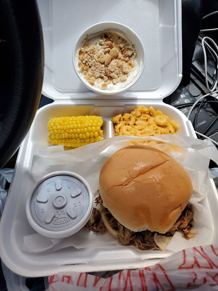 Smokin Pig: 13711 E Oglethorpe Hwy, Midway, GA