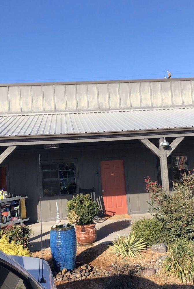 HH Creek Inn: 400 S Main St, Seymour, TX