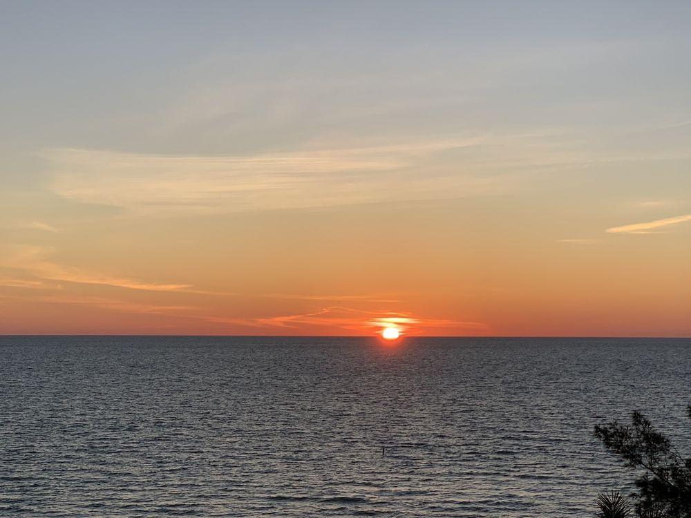Camaron Cove Resort: 2402 Gulf Blvd, Indian Rocks Beach, FL