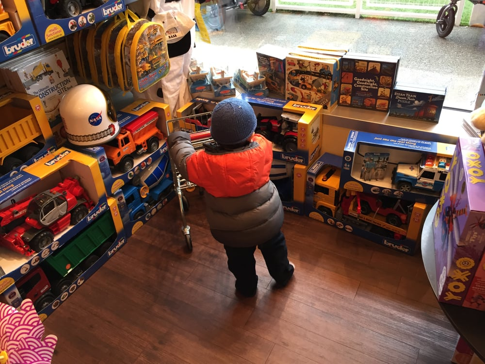 Kids club 35 reviews toy stores 2630 ne village ln for Furniture u village seattle