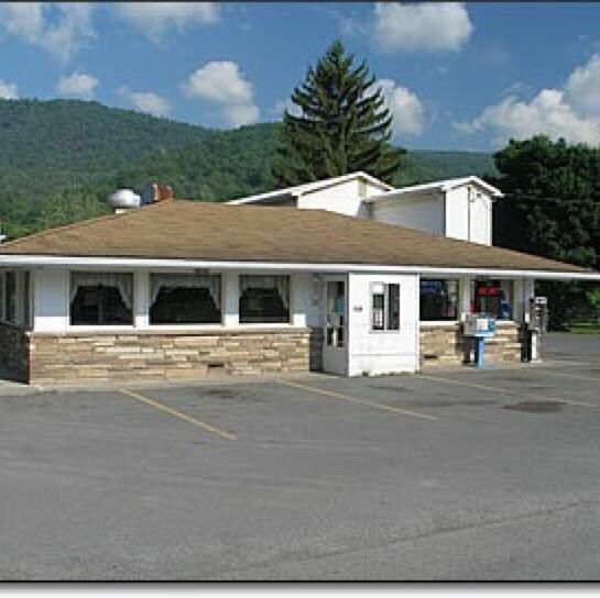 Fox's Pizza Den: 11600 Blue Gray Trail, Brandywine, WV