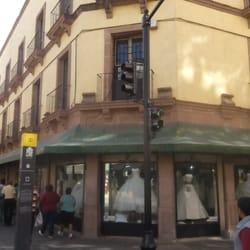 Tiendas de vestidos de comunion en leon