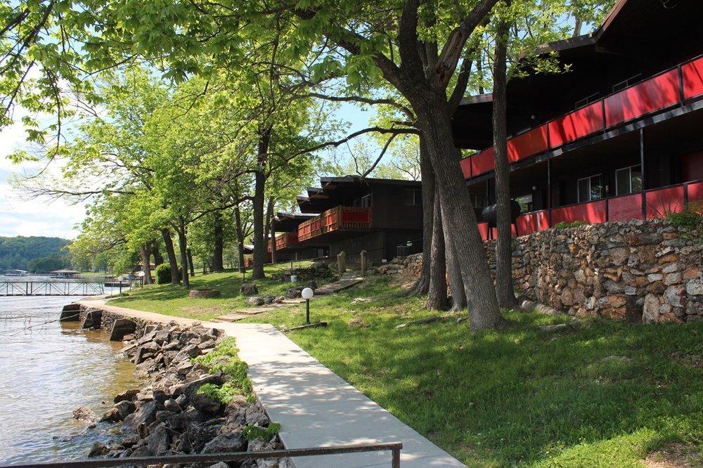 Hawks Landing Resort: 164 Hawker Dr, Camdenton, MO