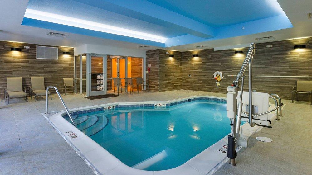 Fairfield Inn & Suites by Marriott Abingdon: 923 E Main St, Abingdon, VA