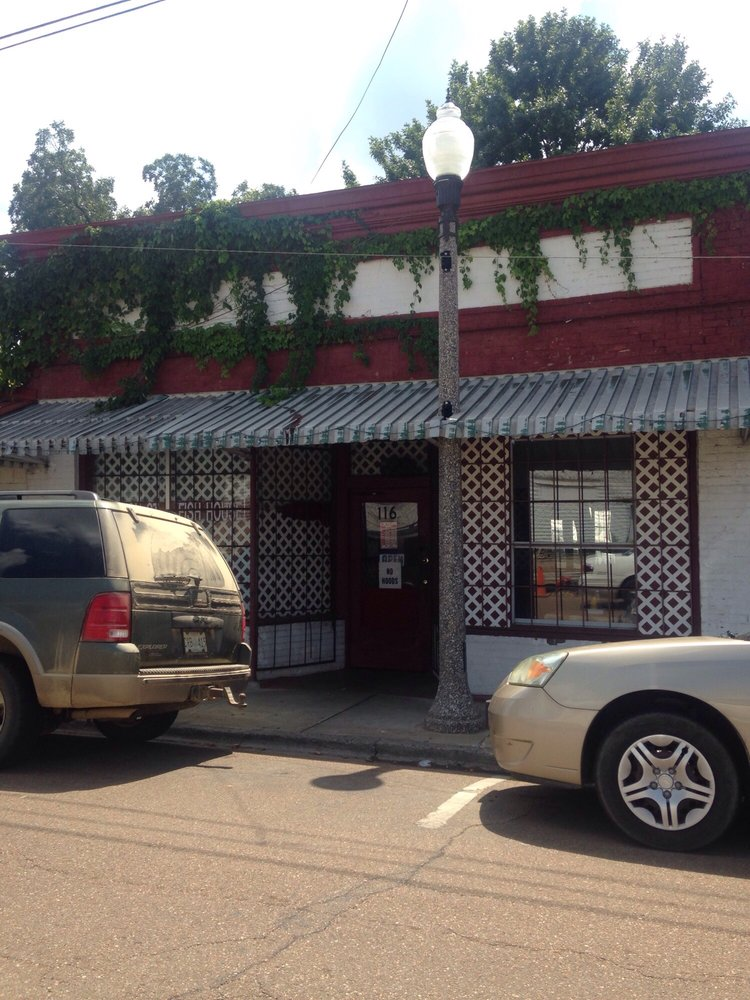 Johnson Street Fish House: 116 Johnson St, Greenwood, MS