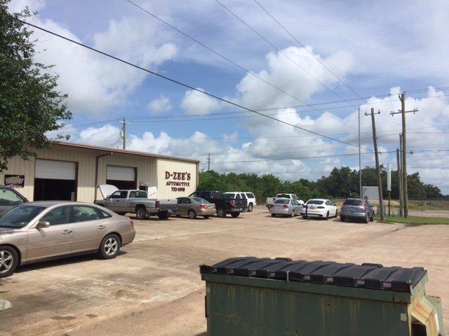 D-Zee's Automotive: 108 Oak Cluster Dr, Columbus, TX