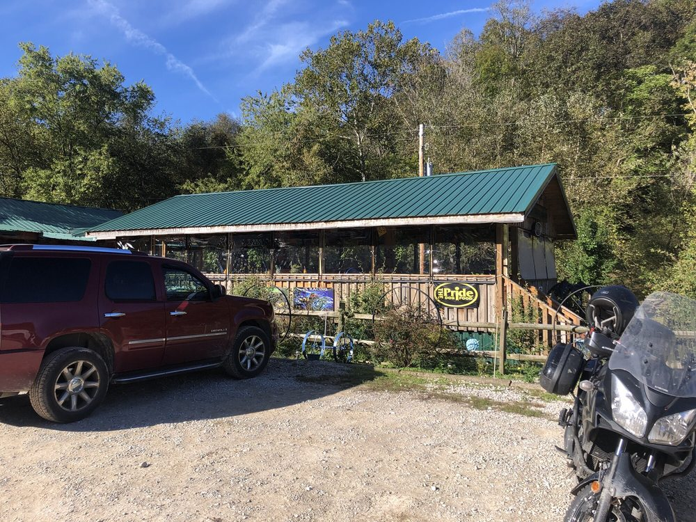 Ole Henry's Camping Retreat: 5109 Upper Mud River Rd, Branchland, WV
