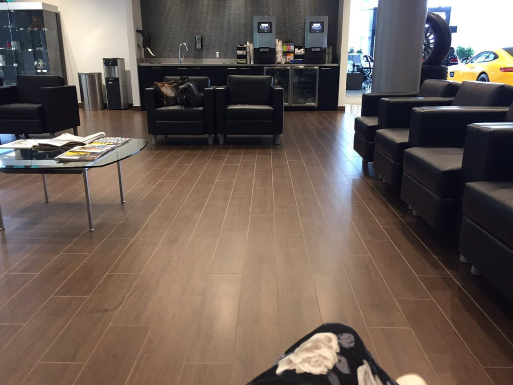 Mercedes benz dealerships 228 steeles avenue w for Mercedes benz dealership phone number