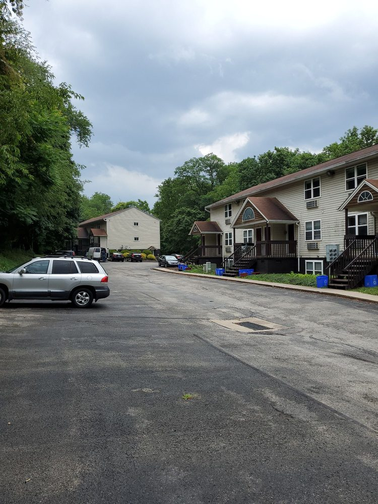 Whispering Glen Apartments: 10 E Oak St, Indiana, PA